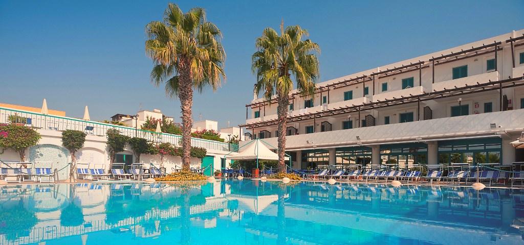 Offerte residence costa del salento village lido marini ugento lecce puglia cdshotels - Residence puglia mare con piscina ...
