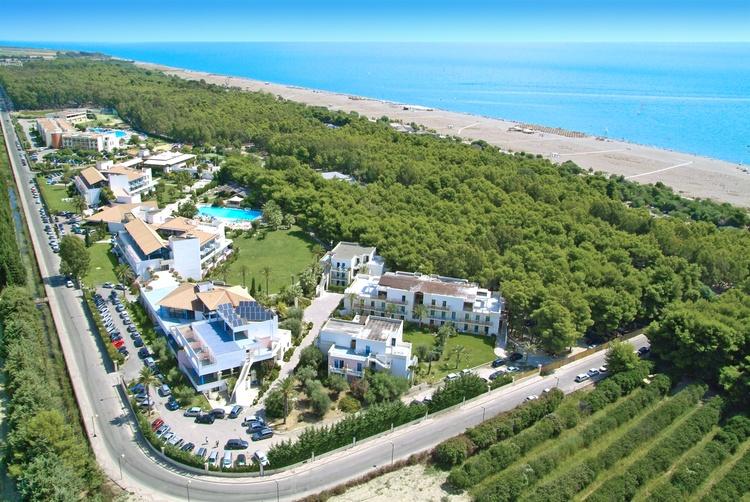 Offerte hotel villaggio giardini d 39 oriente marina di nova - Villaggio giardini d oriente nova siri ...