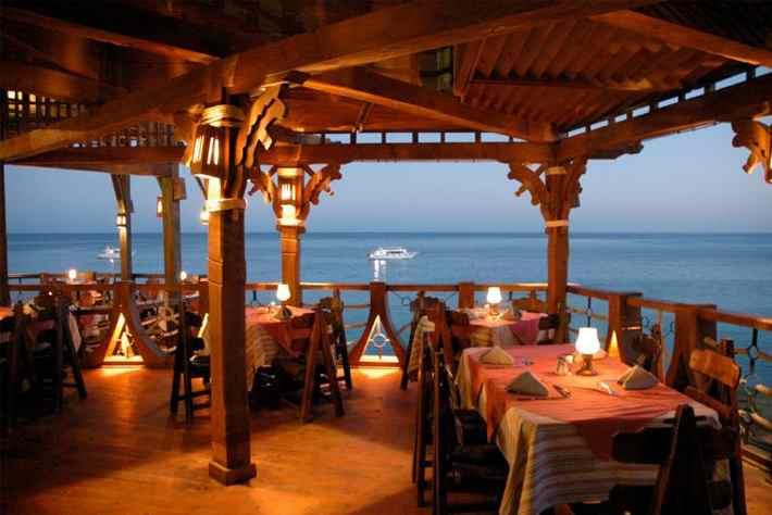 найти ресторан для итальянцев, а не для туристов
